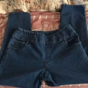 Woman's Blair Size 14P pull on jeans